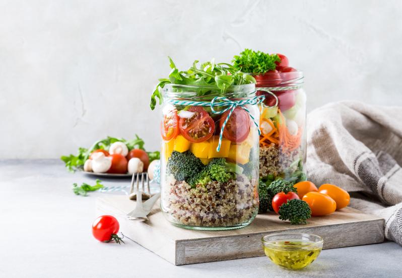 Diety alternatywne: wegetariańska i wegańska – jakie jest ryzyko niedoborów?